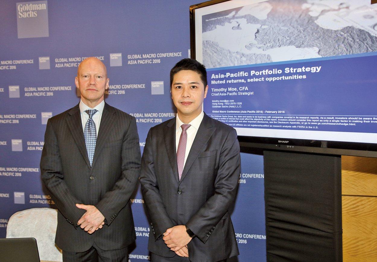 左起高盛亞太區首席策略分析師慕天輝、中國首席策略分析師劉勁津。(余鋼/大紀元)