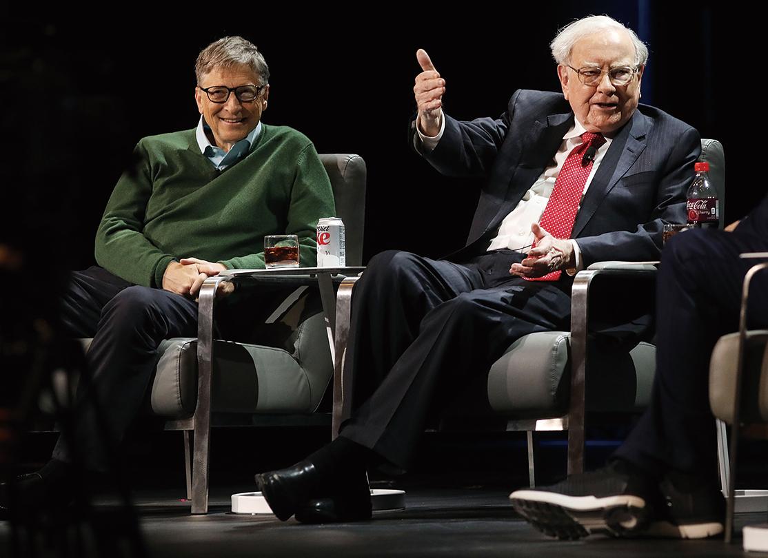 巴菲特(Warren Buffett)(右)和比爾蓋茨(Bill Gates)。(Getty Images)