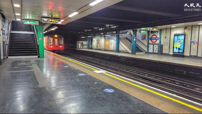 英國首都倫敦地鐵持續多年的地下區域斷網問題或有解決方案。圖為聖占士公園站。(文苳晴/大紀元)