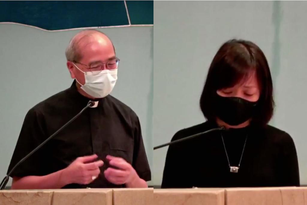 天主教正義和平委員會昨晚(26日)為香港新聞自由舉行祈禱會,天主教香港教區輔理主教夏志誠(左)出席分享,前《蘋果日報》副社長陳沛敏上台哽咽祈禱。(香港天主教正義和平委員會Facebook片段截圖)