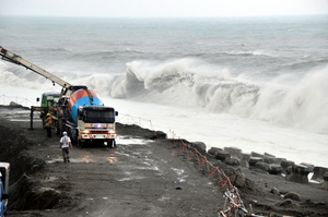 21年來最強颱 莫蘭蒂侵台風雨正強