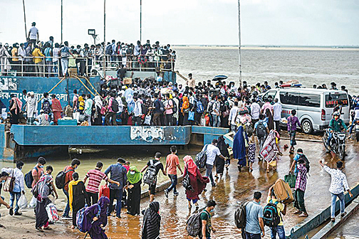 阻Delta病毒擴散 孟加拉硬封城 民眾蜂擁逃離首都