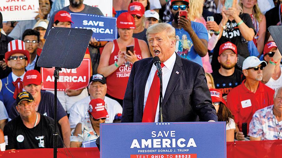 特朗普打響中期選舉 支持者場內露營數天聲援