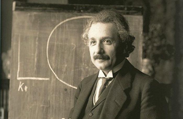 河北燕山大學李子豐教授發文,宣稱用馬克思主義可推翻愛因斯坦相對論,引起輿論嘩然。圖為1921年演講中的愛因斯坦。(維基百科公有領域)