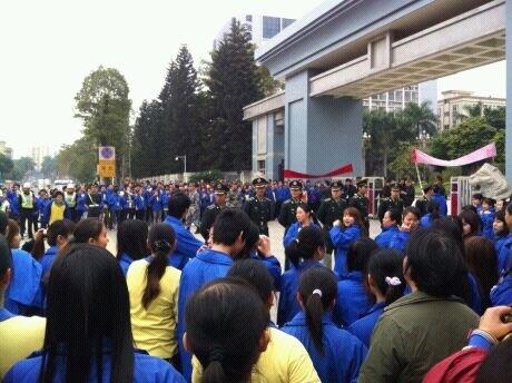 湖北職業高中實習生余銘之死負有責任的深圳華高王氏科技,此前曾因殘酷壓榨工人而導致發生過工人集體罷工抗議事件。(網絡截圖)