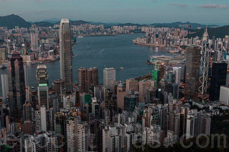 中華民國政黨之一「時代力量」6月30日召開名為「中共建黨百年之恥:香港失去的自由」的線上國際記者會,流亡英國的港僑協會創辦人鄭文傑(Simon Cheng)及攬炒團隊發起人劉祖迪(Finn Lau)等亦有出席。圖為香港傍晚一景。(陳仲明/大紀元)