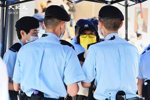 七一嚴防 大批警察聚集銅鑼灣 手臂受傷市民也被截查【影片】