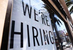 【美國就業】首領救濟人數按周下跌5.1萬 錄得36.4萬人 勝於預期