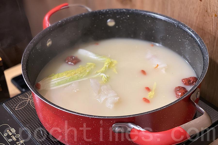 花膠雞湯作火鍋湯底。(Siu Shan提供)