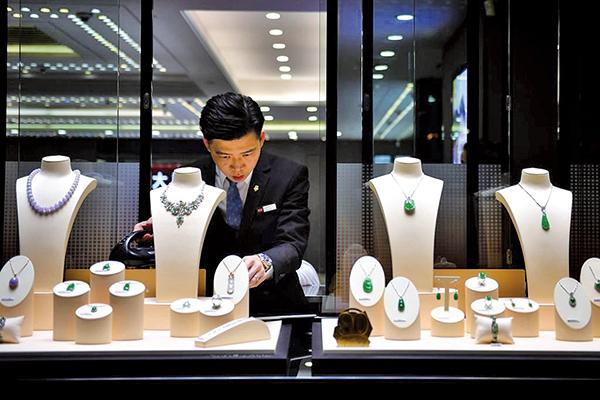 香港五月銷售額年增10.5% 總值296億港元 奢侈品跑贏