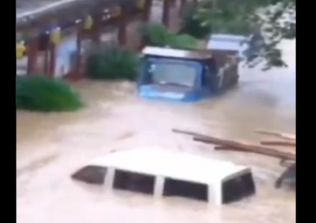 7月2日,桂林地區遭受暴雨襲擊,桂林山水走進了千家萬戶。(視頻截圖)