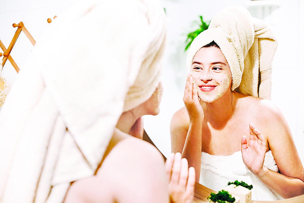 去角質產品可能不是你最喜歡的護膚品,但它也許是最重要的。但,為甚麼要去角質呢?