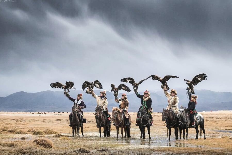 蒙古馴鷹師與猛禽的深厚情誼