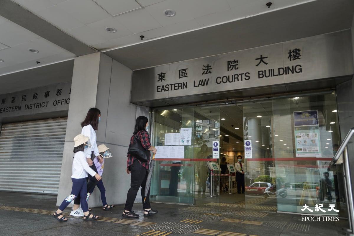 林卓廷案件於東區法院開審,林卓廷由囚車押送到法院,有大批市民到庭聽審。(余鋼/大紀元)