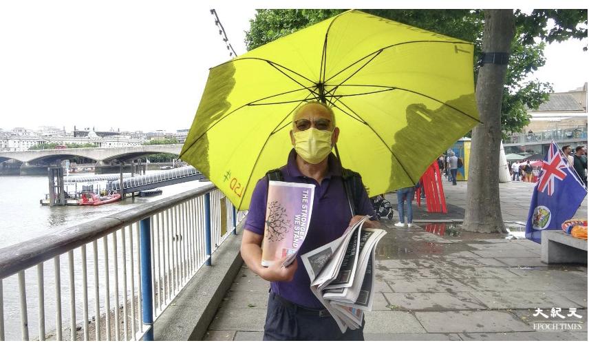 吳呂南博士亦到場,參與街站活動。(文苳晴 / 大紀元)