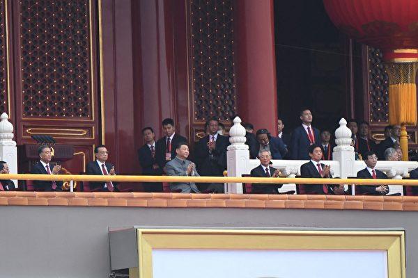 2021年7月1日,中共百年黨慶在北京天安門廣場舉行,三名前常委包括江澤民、朱鎔基、羅幹與20名副國級高官異常缺席。(Wang Zhao/AFP via Getty Images)