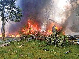 菲律賓軍機衝出跑道墜毀 共釀50死53傷