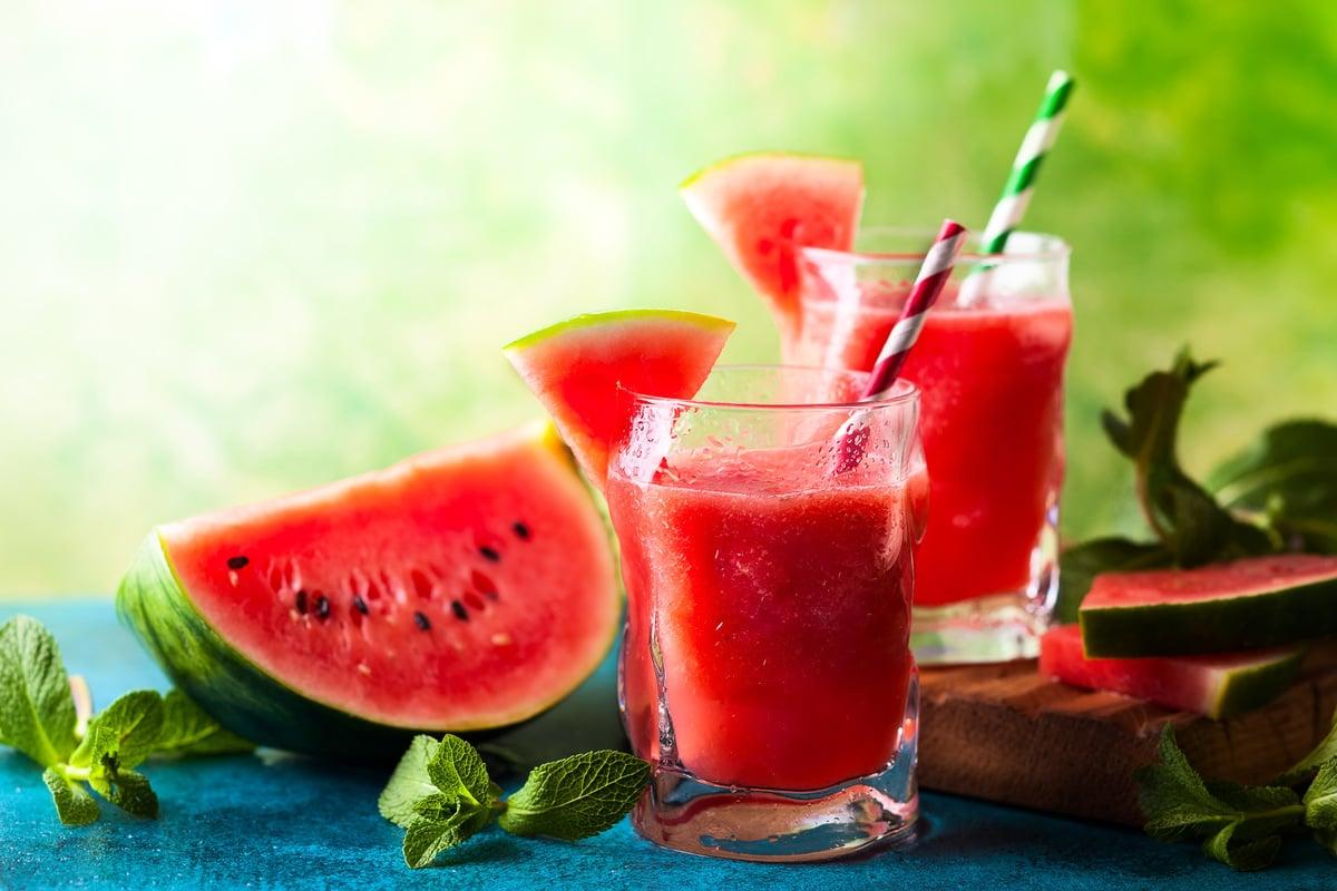 西瓜是非常受歡迎的夏季水果,具有清熱解暑、除煩止渴、瀉火、泄熱、利小便等功效。(Fotolia)