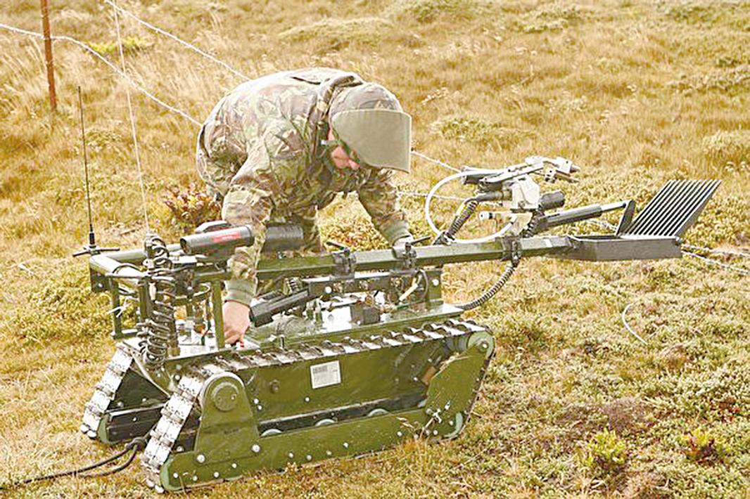 跳過OODA循環不顧及道德責任,驅動致命性自主武器系統的軍隊,很可能會主宰戰鬥空間。(Peter Macdiarmid/Getty Images)