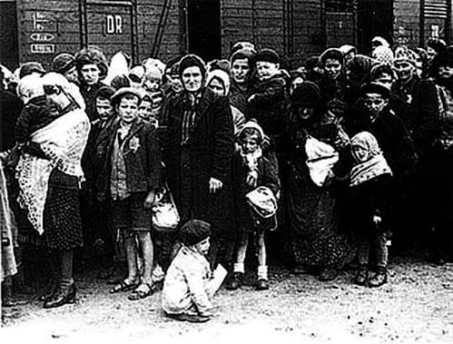 納粹大屠殺。( 公有領域 )