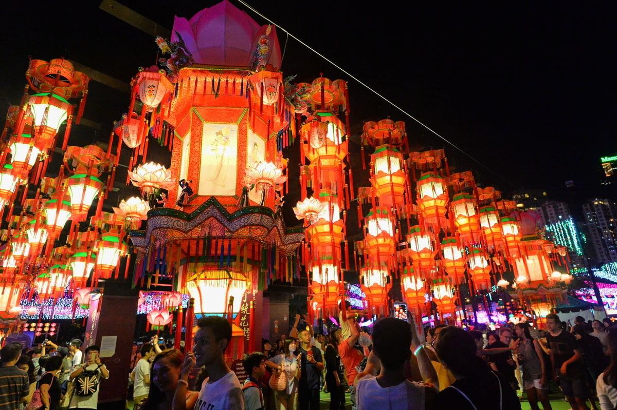今年中秋節在維多利亞公園舉行中秋綵燈會,有多組耀目的大型綵燈為維園增添節慶色彩。(宋祥龍/大紀元)