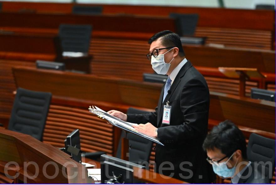 保安局局長鄧炳強回應「國家安全是頭等大事」,會就親共議員的提問進行調查。(宋碧龍/大紀元)