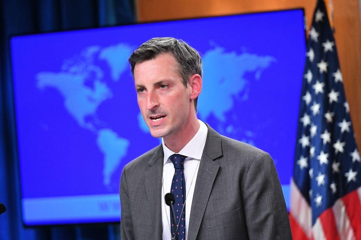 美國國務院發言人普萊斯說,美國對台灣承諾堅若磐石。前日本統合幕僚長河野克俊指,支援台灣將符合日本國家利益。圖為國務院發言人普萊斯。(MANDEL NGAN/POOL/AFP )