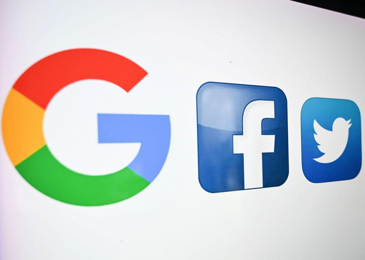 美國前總統特朗普日前表示,針對推特(Twitter)、面書(Facebook)和谷歌(Google)審查的制度提起訴訟;同時美國30多個州,在7日前對Google提起訴訟。(DENIS CHARLET / AFP via Getty Images)