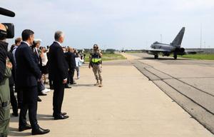 北約領導人開記者會之際 身後戰機緊急升空攔俄機