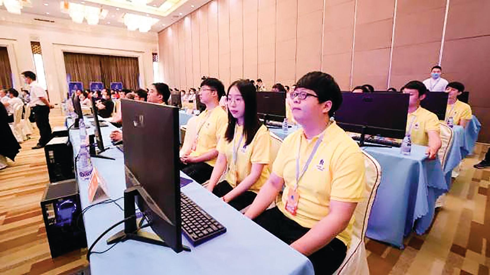 火箭軍裝備部去年開始主辦了人工智能挑戰賽「智箭.火眼」,全國有 899 個團隊、3,937名選手參加。圖為6月1日在北京,「智箭.火眼」決賽會場。(網絡圖片)