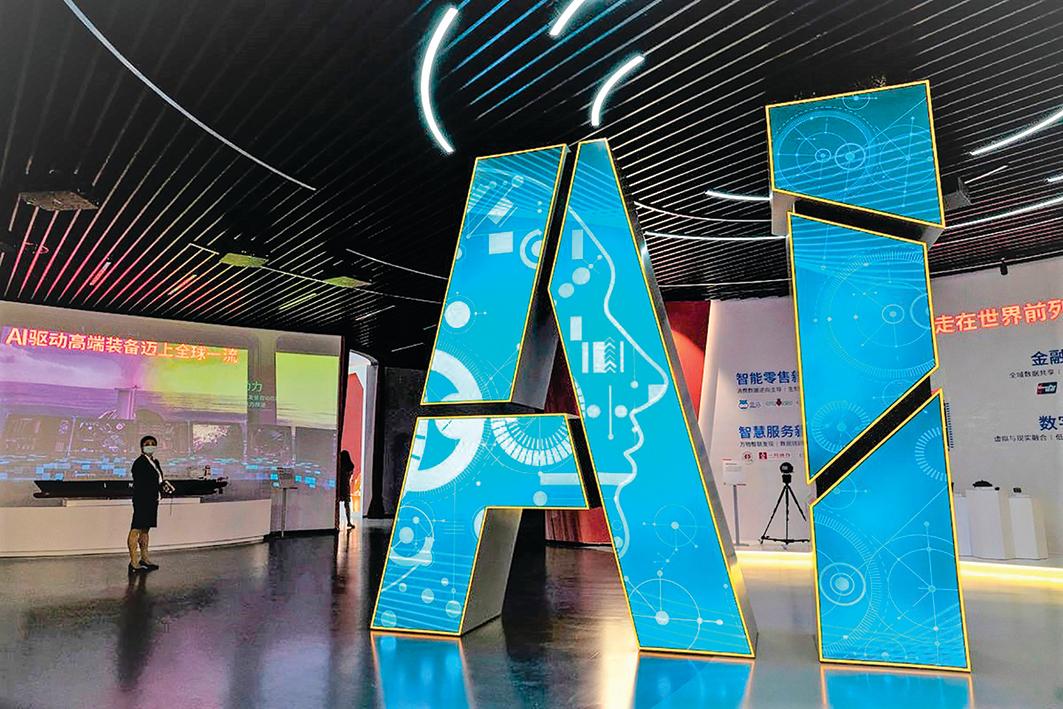 2021 年 6 月 18 日,上海官方組織媒體參觀人工智能展。圖為上海張江未來公園人工智能館。(Getty Images)