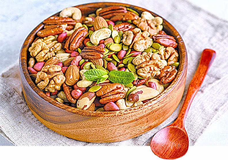 適量食用天然堅果有益健康。