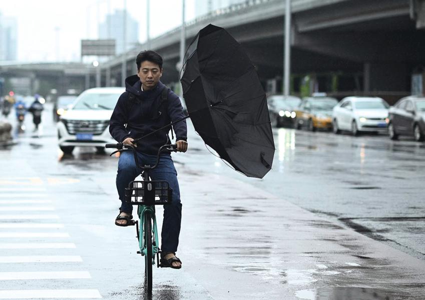 雷暴大風冰雹齊發 中國多地城淹路斷人失蹤