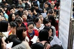 【一線採訪】中國財政告急 各地逼公務員退還獎金