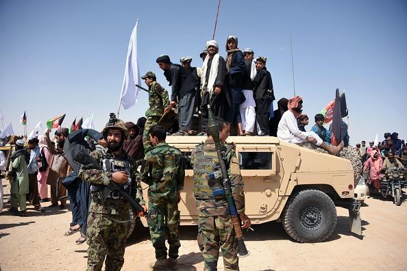 美國正在阿富汗撤軍,塔利班迅速在阿富汗各地與政府軍展開激戰,而周邊鄰國則紛紛加強防衛措施。圖為阿富汗軍隊。( JAVED TANVEER / AFP via Getty Images)