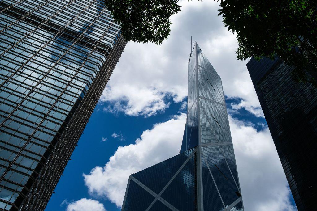 美聯昨(7月13日)發表的《商廈快訊》報告顯示,上半年甲廈售價累升3.8%。(ANTHONY WALLACE/AFP via Getty Images)