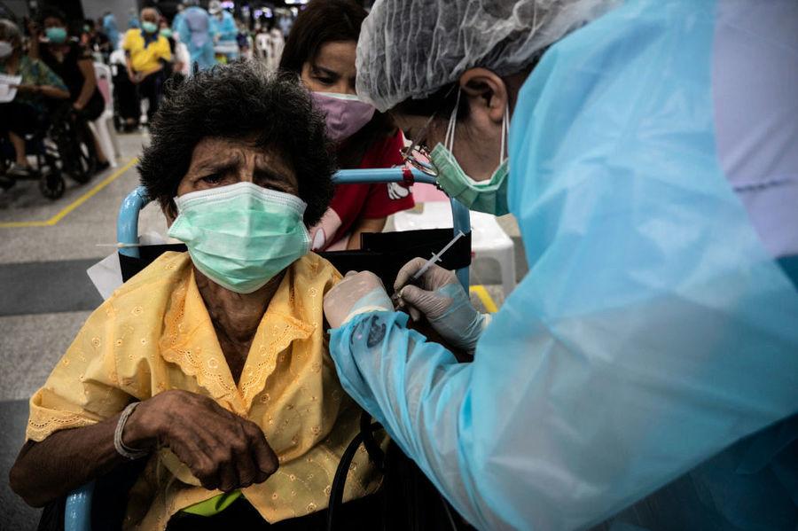 中國科興疫苗效果差 泰國補打AZ疫苗