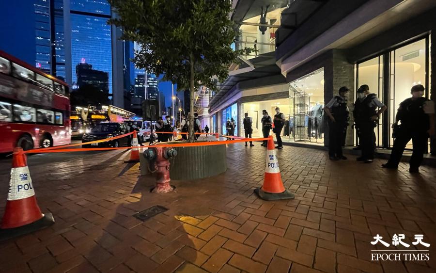 網上發起「梁凌杰逝世25月悼念」 金鐘太古廣場外警方嚴密佈防