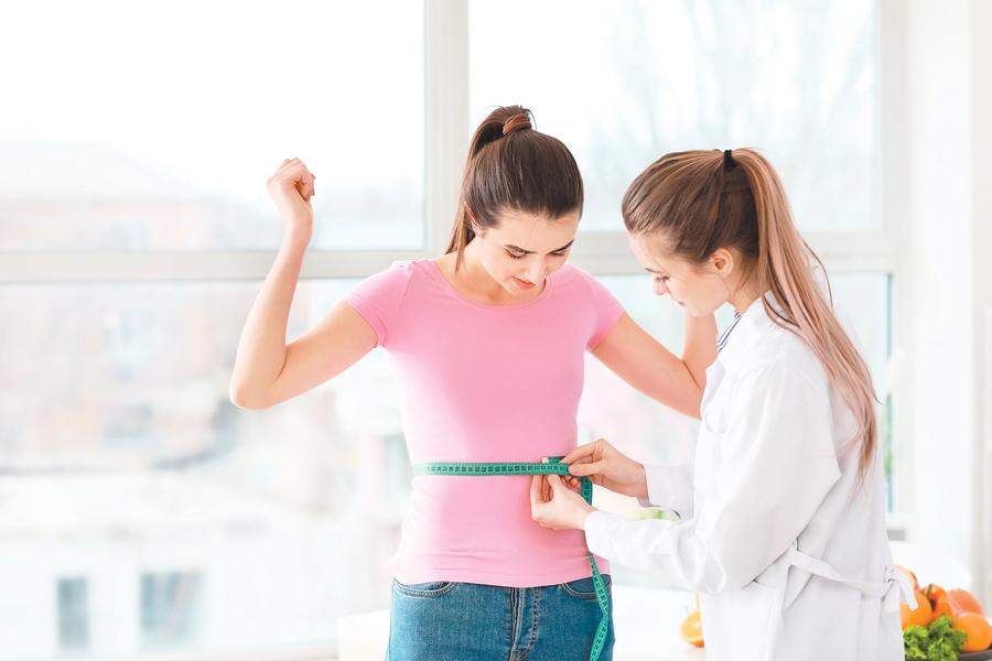 為何脂肪容易囤積在腹部?醫生分享瘦小腹的七個秘訣