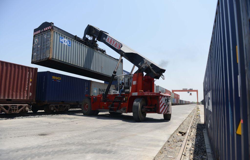 印度昨(7月15日)公佈6月商品出口按年上升48%至325億美元,貿易逆差93.7億美元,而5月份服務貿易則錄順差71.2億美元。(SAM PANTHAKY/AFP via Getty Images)