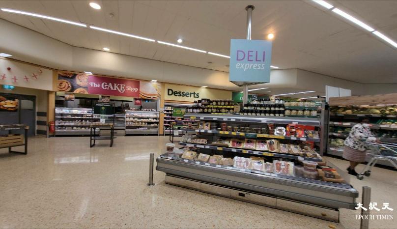 英國政府食品政策提交獨立報告,建議政府對糖和鹽徵稅,冀能改變國家的飲食文化,改善國民健康。圖為保頓市一間超級市場的甜品區。(文苳晴/大紀元)