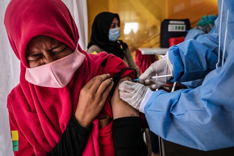 印尼連續兩天新增病例居全球之首 科興疫苗功效再受關注