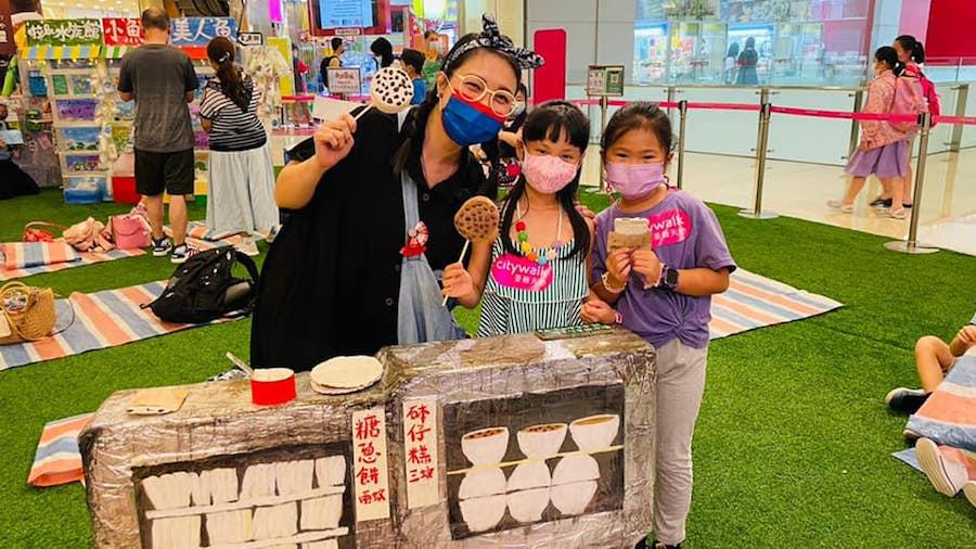 懷舊主題的「香江藝墟」讓小朋友體驗做小販的滋味。(受訪者提供)