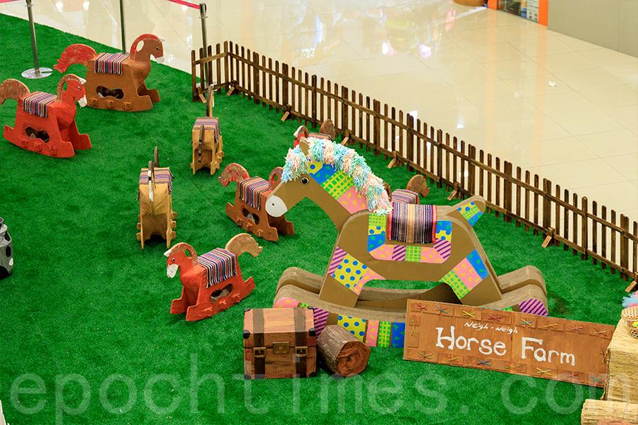 「開心農莊」中的木馬裝置,全部都是人手製作。(陳仲明/大紀元)