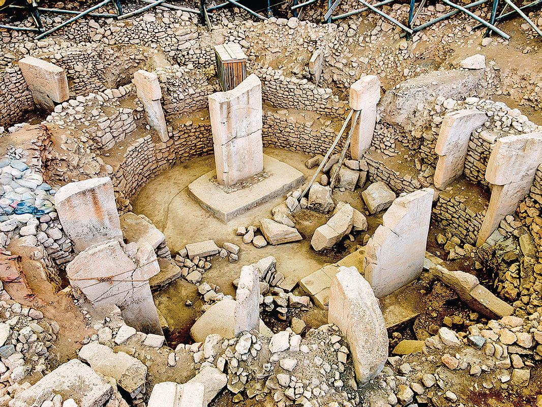 哥貝克力石陣遺址,就像一本急需答案的書籍。至今已掘出幾十塊類似矩形或T型的巨石。(PTZ Pictures/Shutterstock)