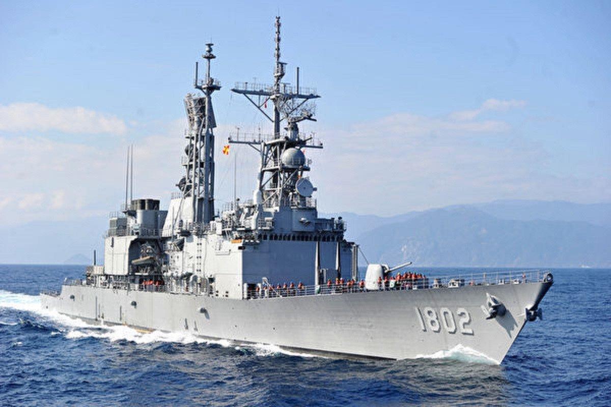 近日日本頻頻就台海問題踩中共紅線,專家解析幾大因素。圖為台灣海軍基隆級導彈驅逐艦。(中華民國海軍提供)