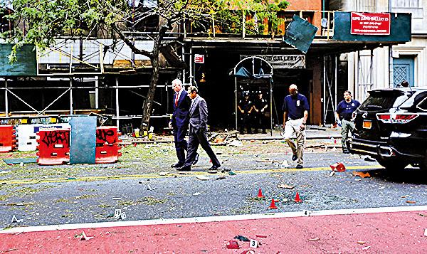 周六晚在紐約市發生一宗爆炸事 件,有目擊者表示感受到震盪波,也 有人看到火環和火球。(AFP)