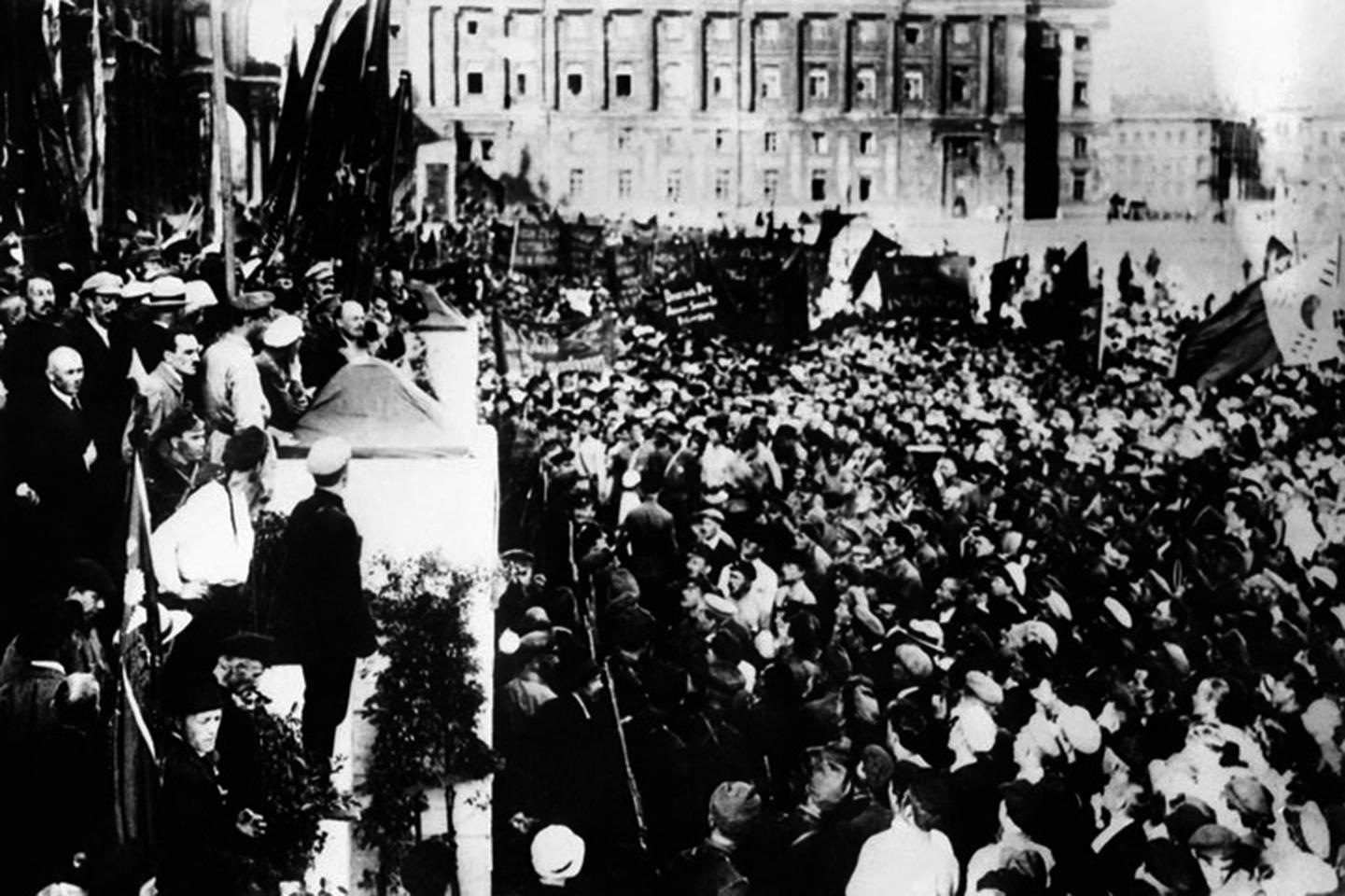1919年,蘇聯成立了「第三國際」,企圖向全世界輸出革命,讓整個國際社會完全赤化。突圍1920年「第三國際」第二次代表大會。(AFP)