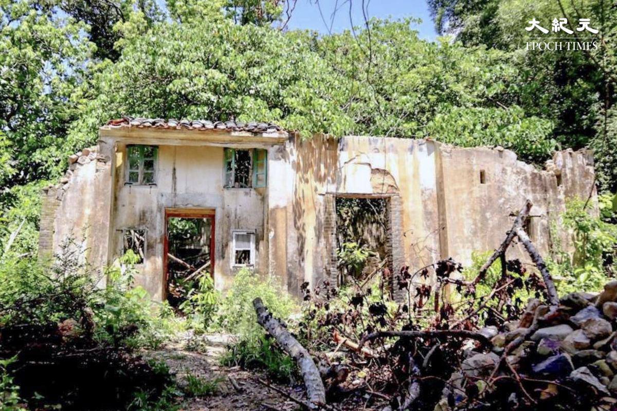 建於上世紀五十年代的客家村屋,現已荒廢。(樂賢/大紀元)