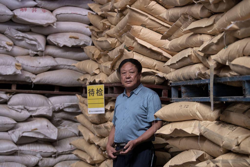 2019年9月24日,孫大午在河北的飼料倉庫裡。(NOEL CELIS/AFP via Getty Images)